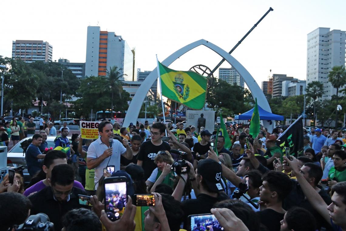 ATO foi convocado pelo Movimento Brasil Livre (MBL) e reuniu políticos