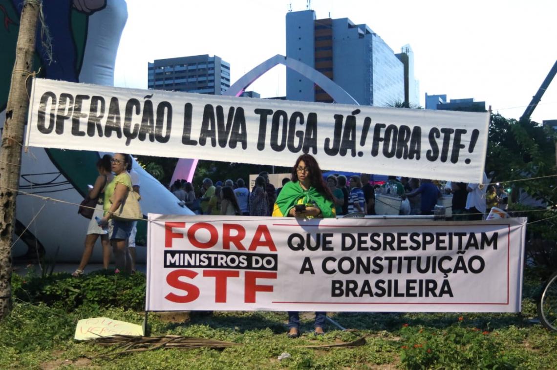 Manifestação chamada pelo MBL Fortaleza reúne cerca de 500 pessoas de acordo com a organização.