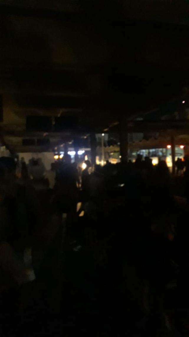 Terminal do Papicu totalmente no escuro (Foto: Toyles Batista/Especial para O POVO Online