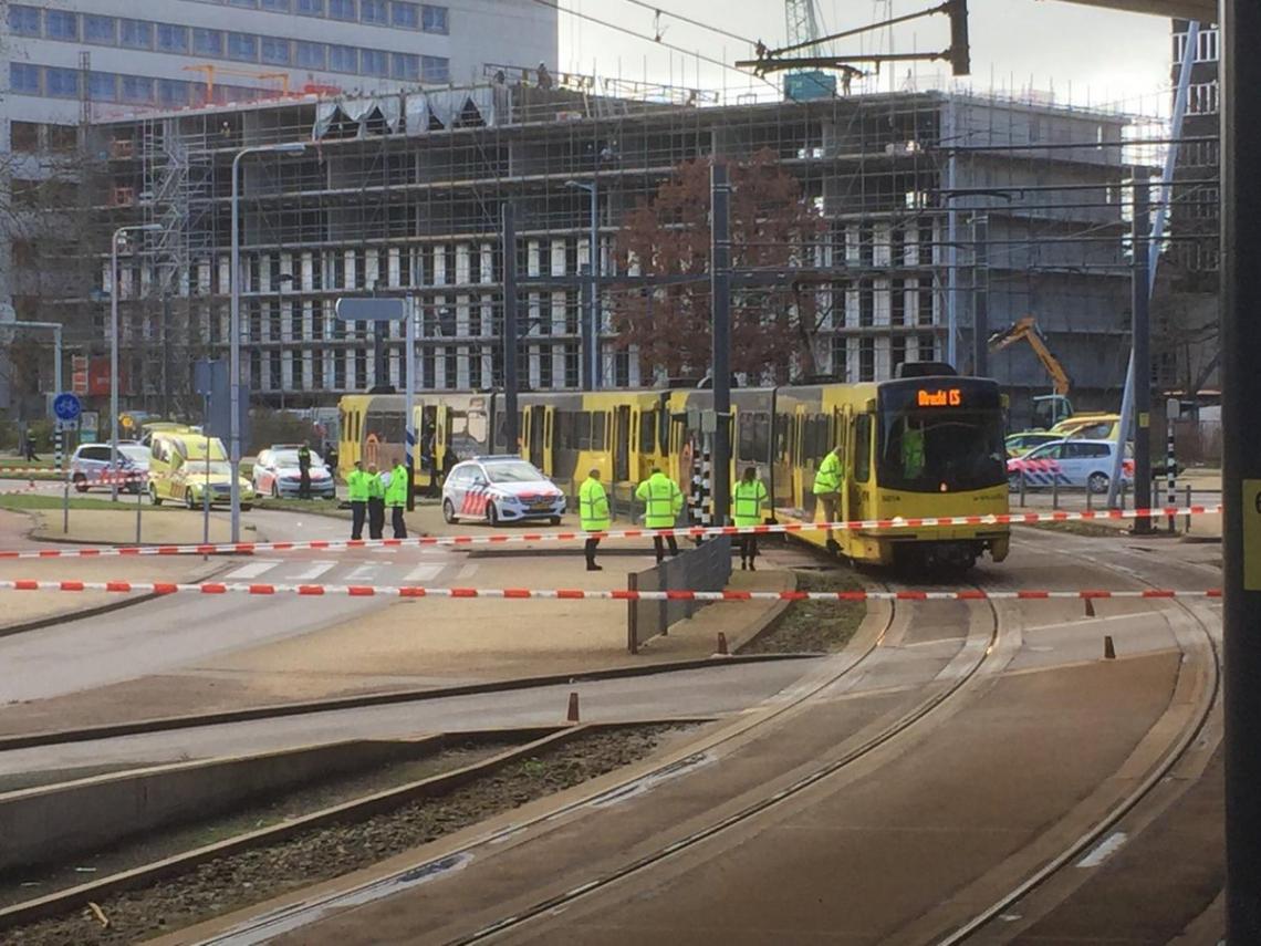 O ataque teria acontecido dentro de um bondinho que passa pela praça 24 de Outubro, em Utrecht