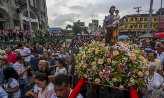 Procissão saiu da Catedral às 17 horas desta terça-feira, 19. (Foto: Mateus Dantas /O POVO)