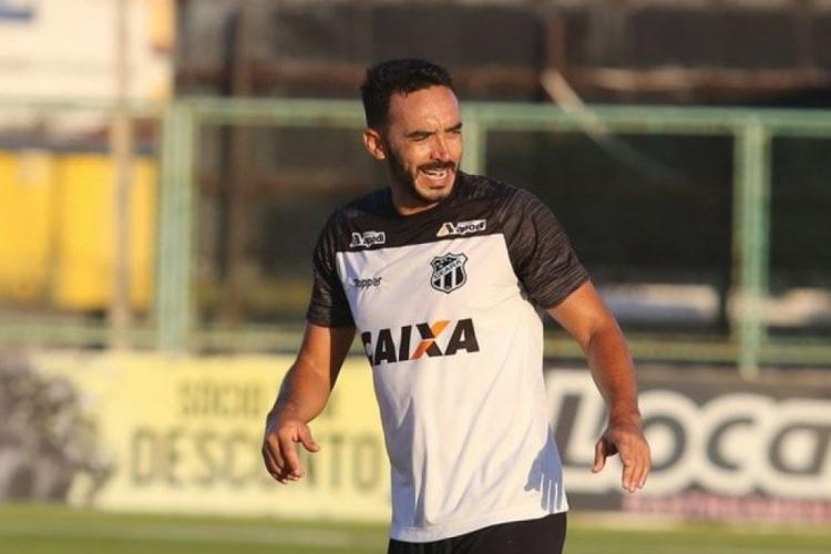 Zagueiro Tiago Alves é o único da dupla — ou até trio — de zaga contra o Fla (Foto: Divulgação/Cearesc.com)