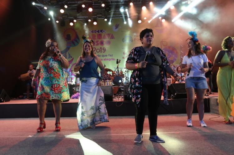 FORTALEZA, CE, BRASIL,  04-03-2019: Apresentação da banda Sambadelas no carnaval de Fortaleza em 2019 no aterro da Praia de Iracema. (Foto: Alex Gomes/O Povo)