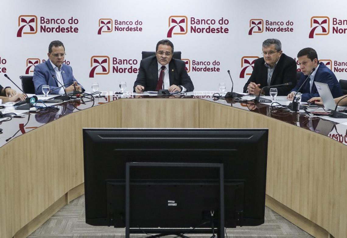 Romildo Rolim, presidente do Banco do Nordeste do Brasil (BNB) divulga dados do balanço financeiro de 2018. (Foto: Alex Gomes/O Povo)