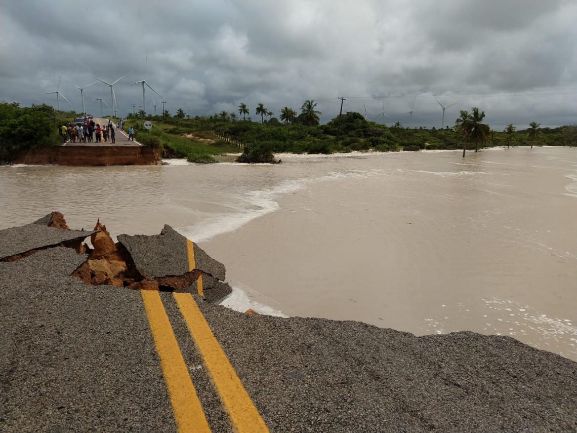 O acesso principal ao Icaraí está bloqueado e os moradores precisam fazer um desvio para entrar ou sair da localidade