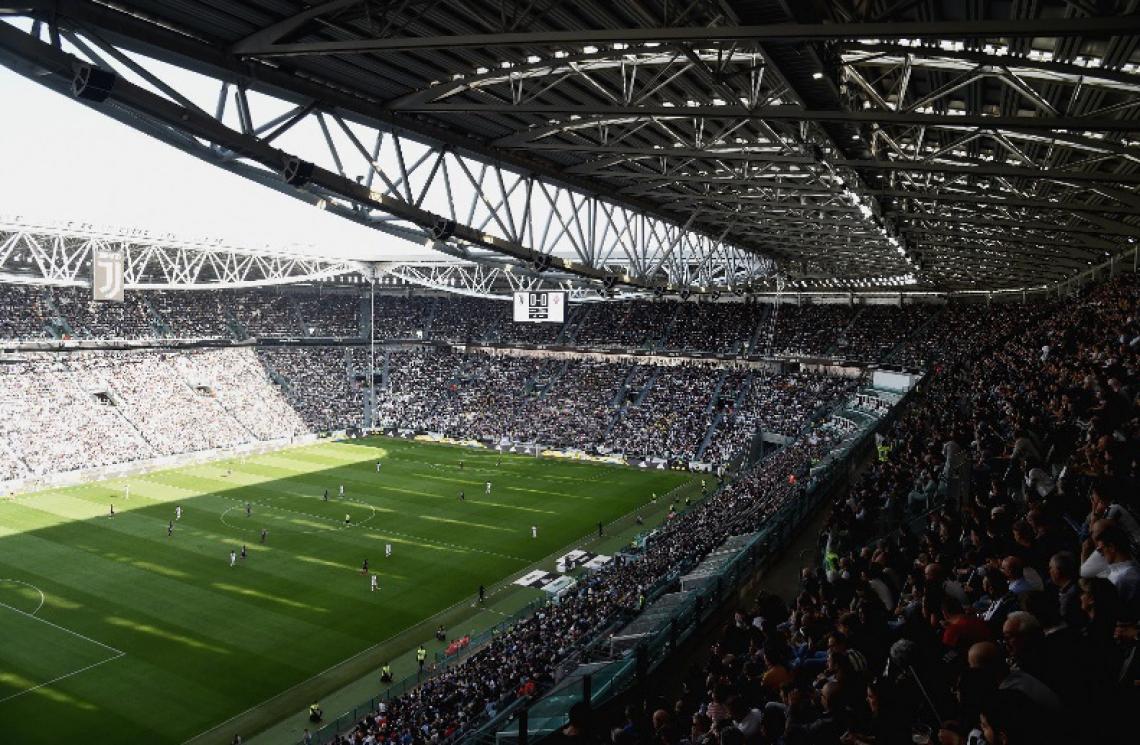 Os 39 mil presentes quase lotaram o estádio, que tem capacidade para 41 mil pessoas