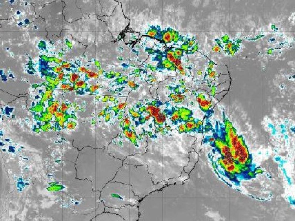 Satélite mostra movimentação da tempestade próximo ao sul da Bahia
