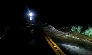 Trecho da estrada foi bloqueado