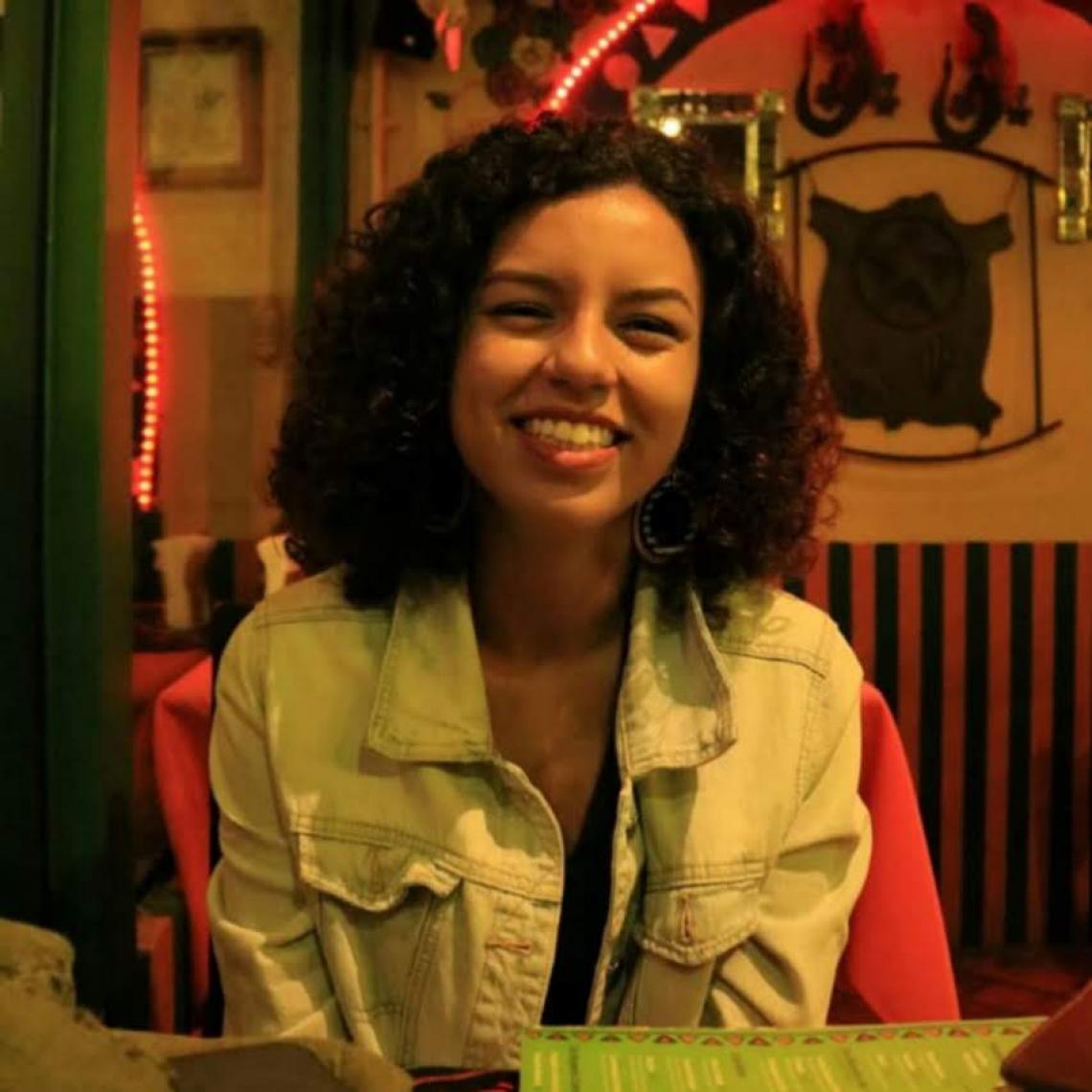 Ester Lima, de 18 anos, pretende ajudar o País com seus conhecimentos (Foto: Arquivo Pessoal)