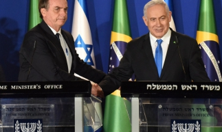 Brazilian President Jair Bolsonaro (L) and Israeli Prime Minister Benjamin Netanyahu shake hands during a joint press conference at the prime minister's residence in Jerusalem on March 31, 2019. - Brazilian President Jair Bolsonaro arrived in Israel today just ahead of the country's polls in which his ally Prime Minister Benjamin Netanyahu faces a tough re-election fight. (Photo by DEBBIE HILL / POOL / AFP)       Caption