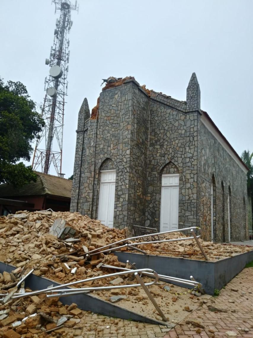 SOBRE torre da Igreja do Céu, em Viçosa do Ceará, havia imagem de Cristo Redentor esculpida pelo italiano Agostinho Ódisio Baomés em 1939