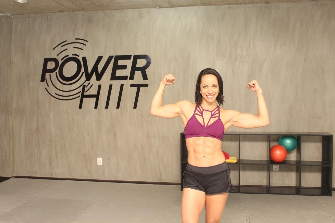 A personal trainer Carol Borba, da plataforma Queima Diária, dá dicas para conquista de abdômen tanquinho