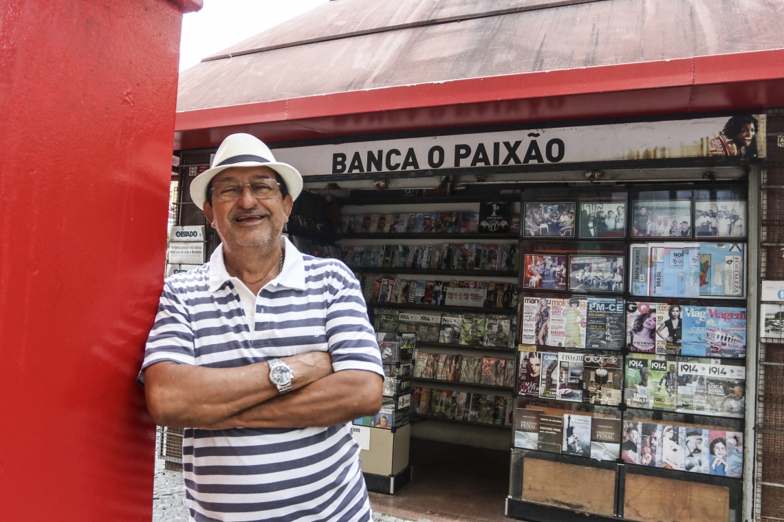 Seu Paixão, proprietário da banca mais antiga da Praça do Ferreira, no Centro
