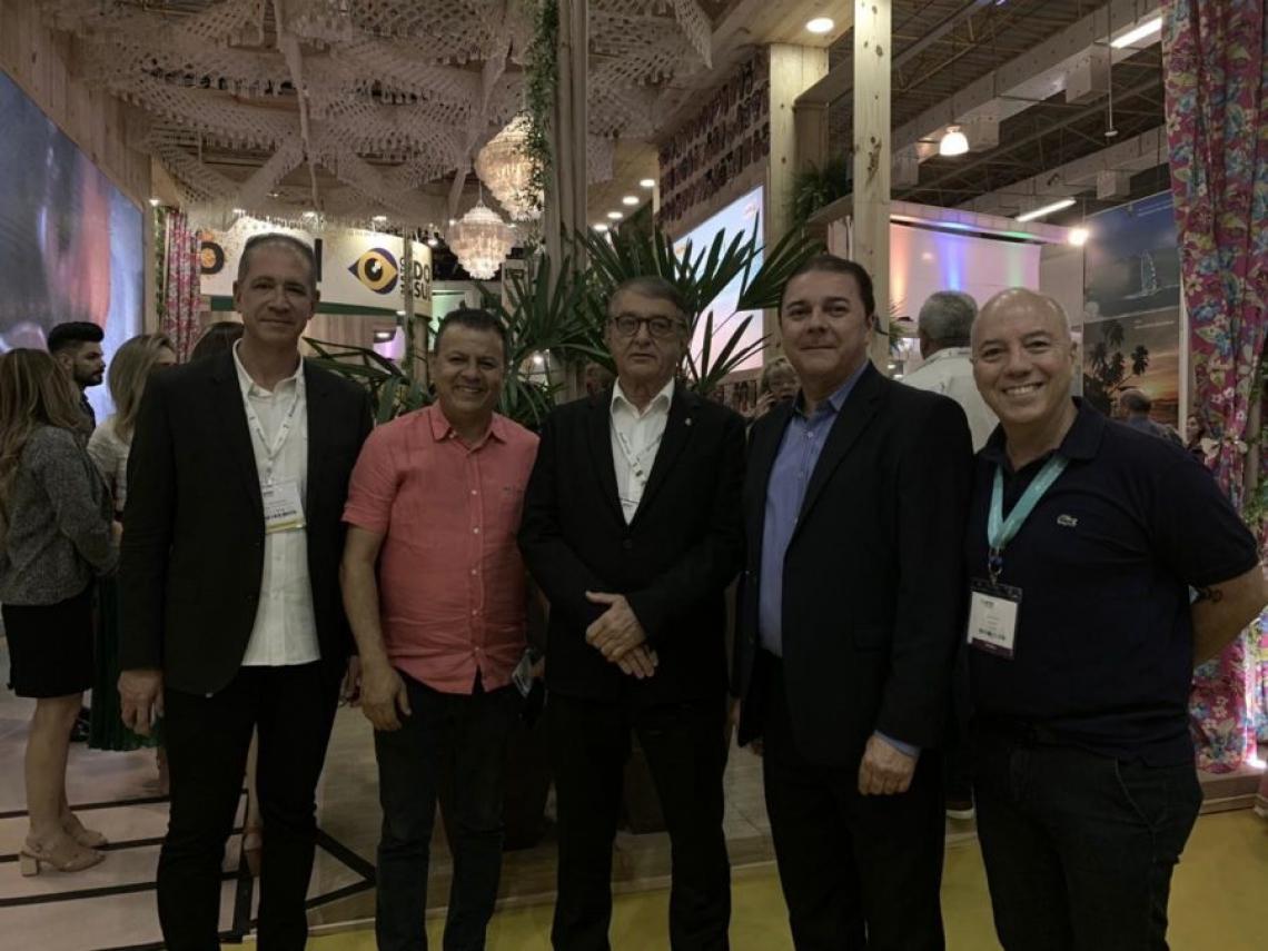Régis Medeiros, Valdir Fernandes, Arialdo Pinho, Eliseu Barros e Marco Oliva
