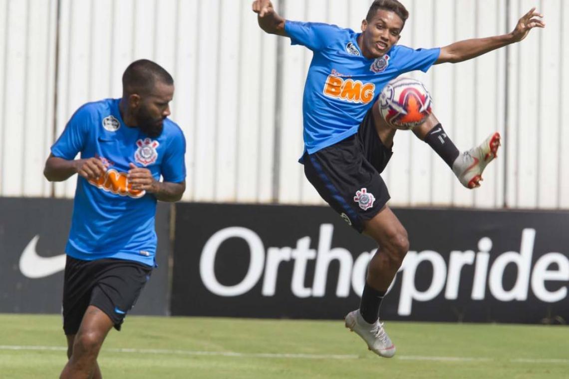 Treino no CT Joaquim Grava, zona leste da cidade de São Paulo. O próximo jogo da equipe será segunda-feira, 8, contra o Santos/SP, no Pacaembu.