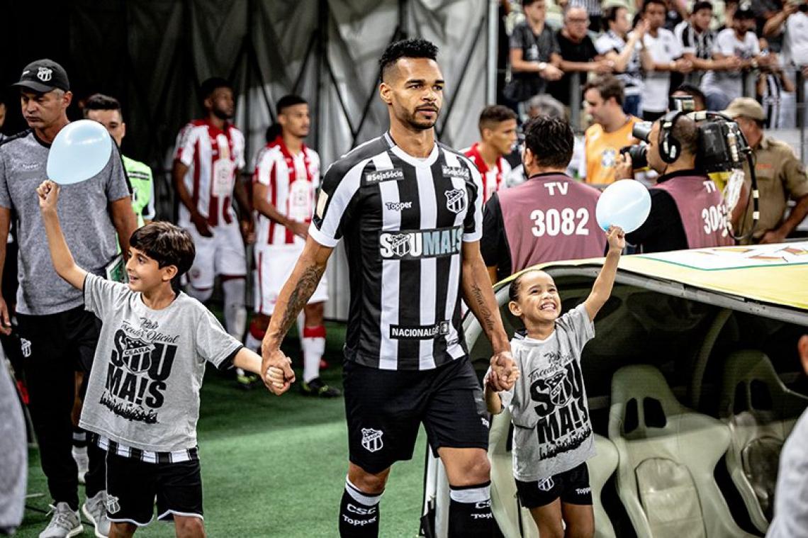 Zagueiro é um dos homens de confiança do técnico Enderson Moreira