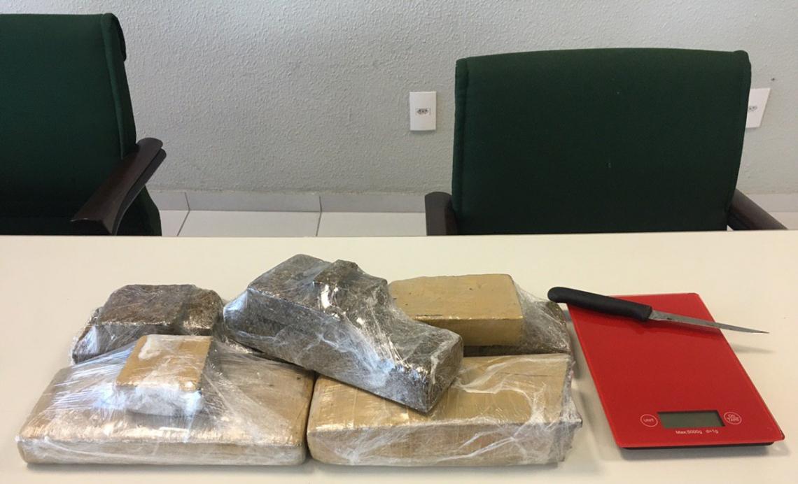 Polícia apreende cinco quilos de maconha e balança de precisão em operação no Coaçu.