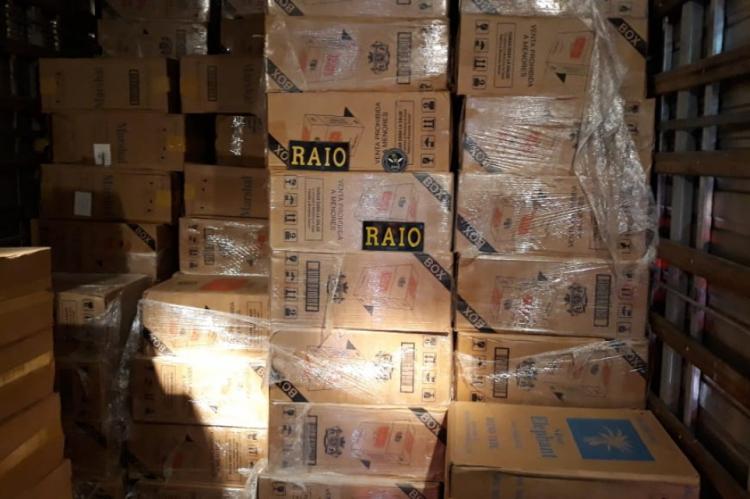Carga de cigarros foi apreendida no interior de um caminhão em Beberibe.