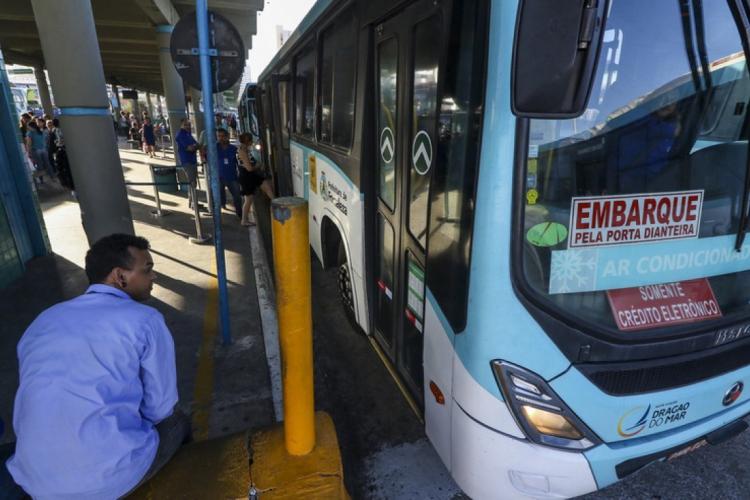 A carteira de estudante garante o pagamento de meia passagem no transporte coletivo
