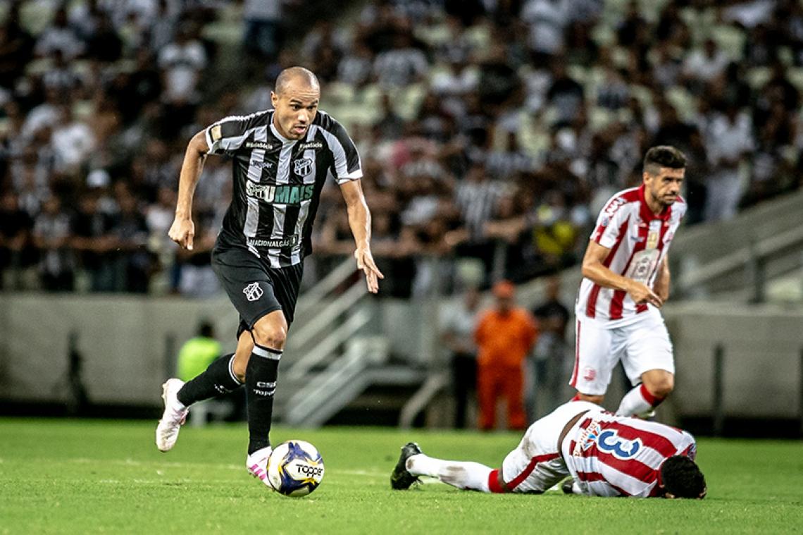 Roger não conseguiu se firmar como titular pelo Ceará.