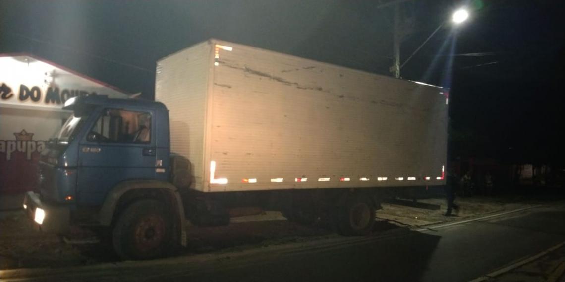 Caminhão com cargas de cigarro foi apreendida em Beberibe.