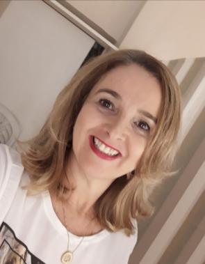 jornalista e cerimonialista Helena Demes