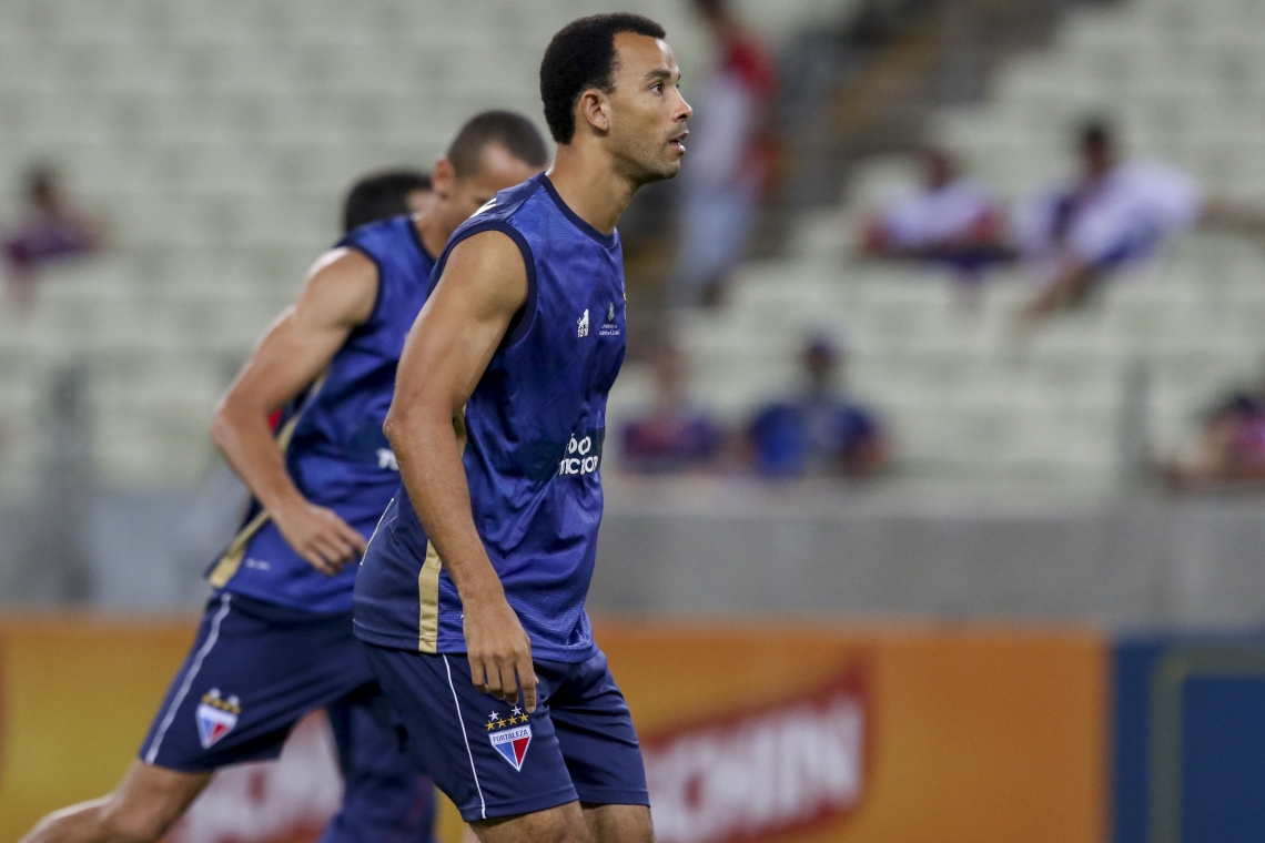 Roger Carvalho esteve em 12 dos 18 jogos e o Fortaleza só saiu derrotado em duas oportunidades com o defensor atuando