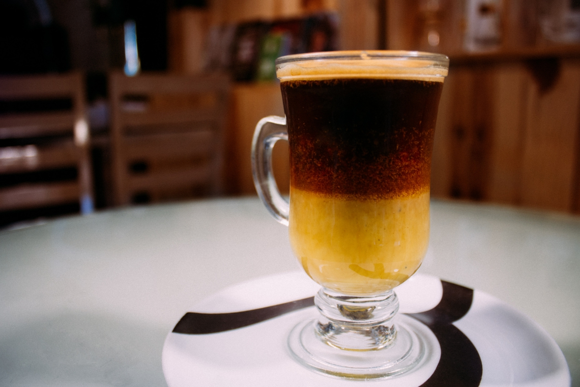 Espresso com gema de ovo e leite condensado, o café Vietnamita está disponível na cafeteria Benévolo por R$ 13,90