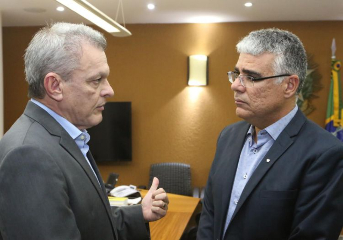 Girão se reuniu com o presidente da Assembleia, José Sarto (à esquerda)
