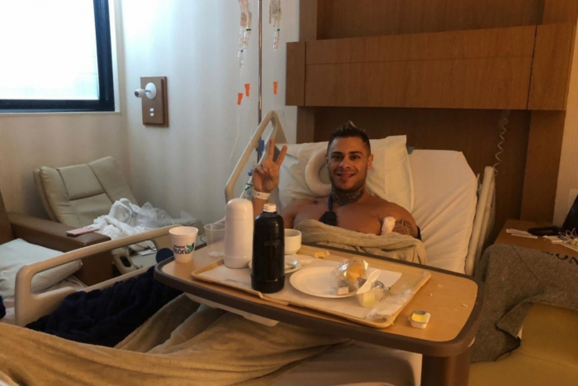 Leo Stronda precisou passar por cirurgia de emergência após lesão no peitoral.