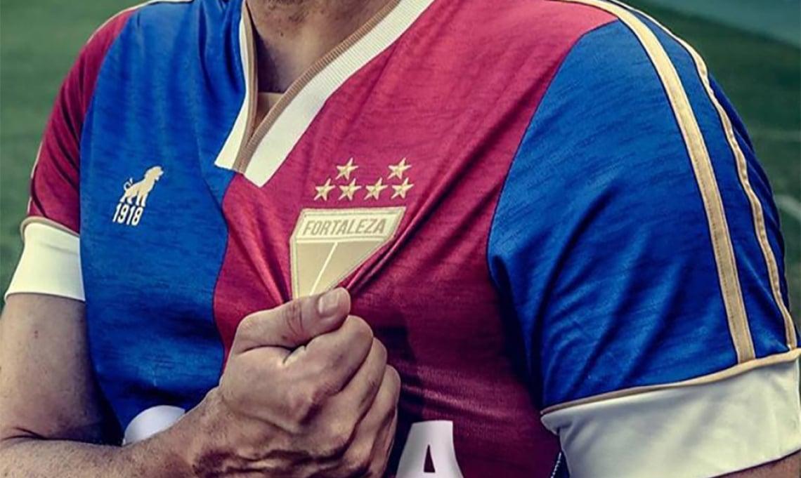 Camisas oficiais estão sendo vendidas pelo valor de R$ 100 reais