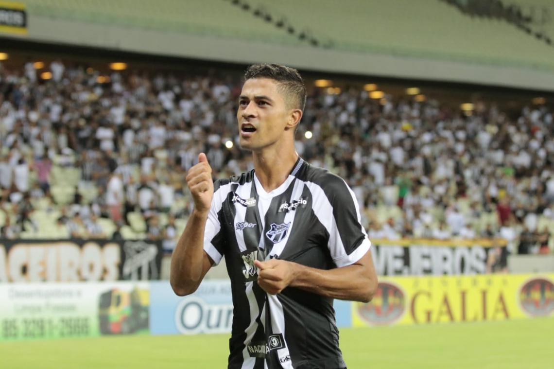Tendo atuado em apenas seis jogos na Série A, Bueno ainda pode se transferir para outro clube da mesma divisão