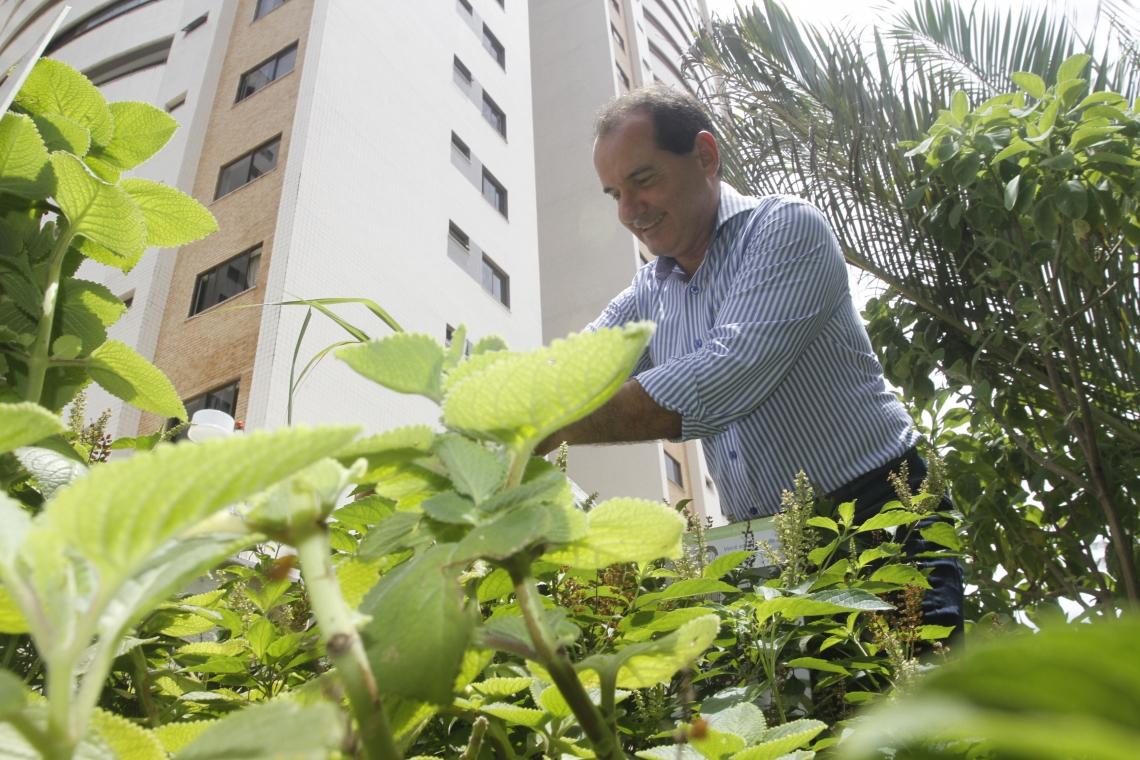 Luiz Fernando Ribeiro: orgulho da horta feita em área do condomínio