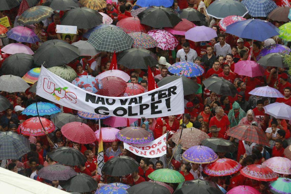 MANIFESTAÇÕES questionaram o processo do impeachment de Dilma