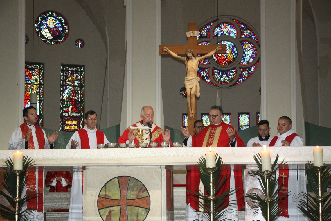 Na Catedral, a missa de ontem foi presidida por dom José Antonio