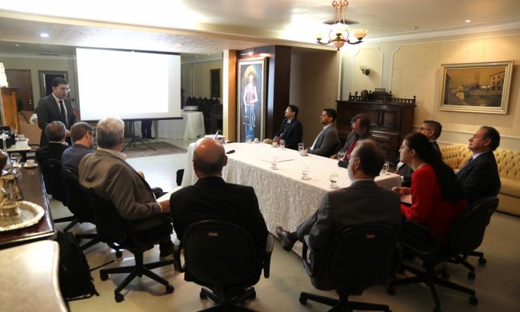 A presidente do OPOVO, Luciana Dummar, e gestores do tradicional Grupo que comanda