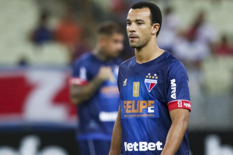 Roger Carvalho será julgado pela expulsão na partida entre Fortaleza e Fluminense  (Foto: Mateus Dantas/O POVO)