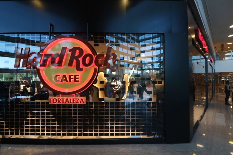A viagem tem como objetivos a participação do executivo em reuniões e visitas a investidores ligados à marca Hard Rock