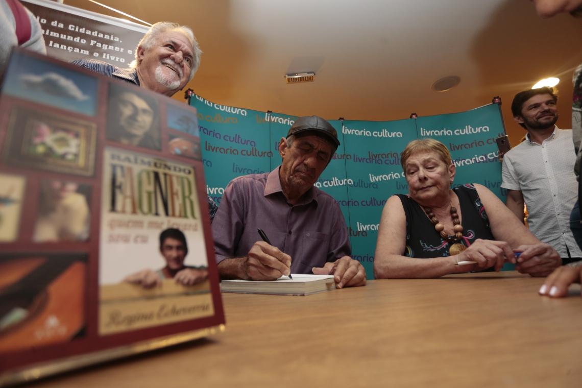 FORTALEZA,CE,BRASIL,16.04.2019: Biografia de Raimundo Fagner é lançada na livraria cultura com a presença do artista. A biografia foi escrita pela jornalista Regina Echeverria.