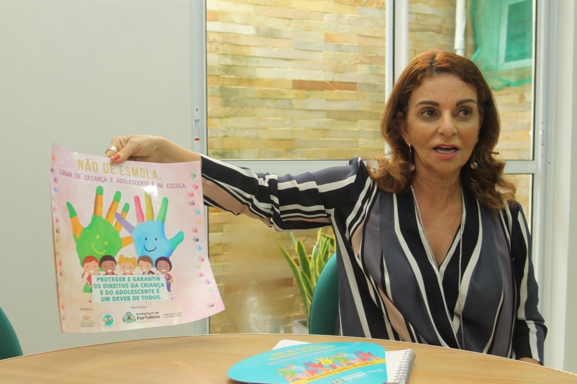"""Glória Marinho, presidente da Funci, concedeu entrevista sobre a campanha """"Não dê esmola as crianças, lugar de criança e adolescente é na escola""""."""