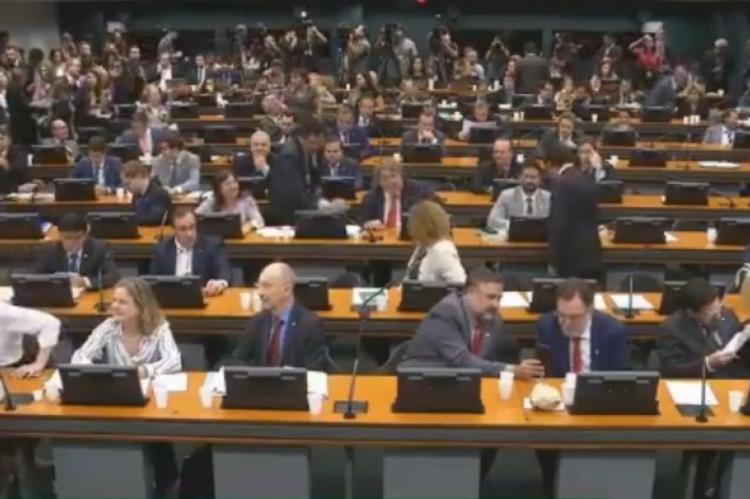 Reforma atravessa dificuldades na CCJ da Câmara