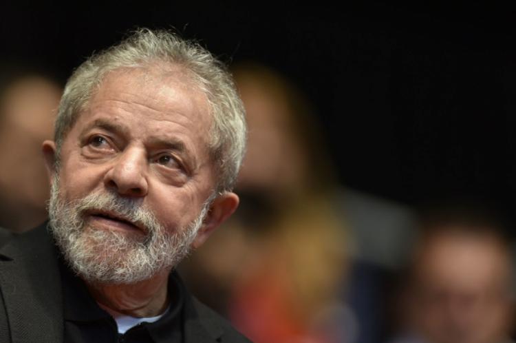 Lula está preso em Curitiba.