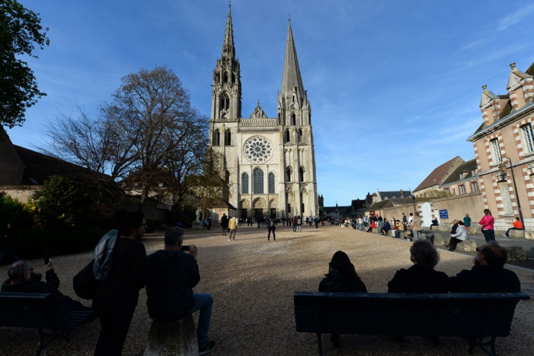 Com seu estilo, a Catedral de Notre-Dame de Chartres exerceu influência direta na Catedral Metropolitana de Fortaleza. (Foto: Jean-Francois Monier/AFP)