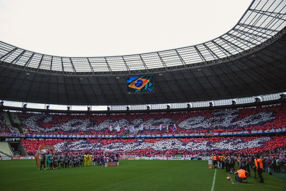 No jogo de ida, torcida exibiu mosaico exaltando título nacional