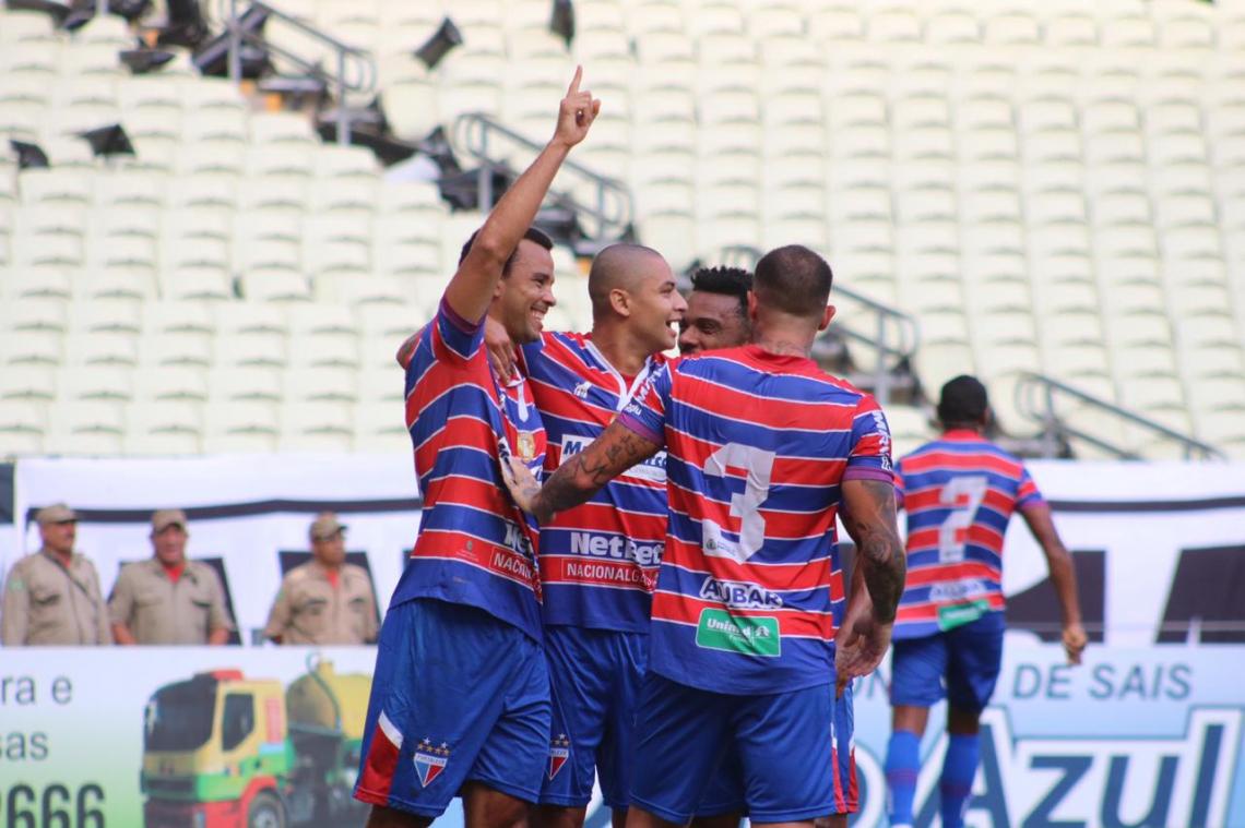 Roger Carvalho marcou no início do jogo e encaminhou o título do Tricolor.