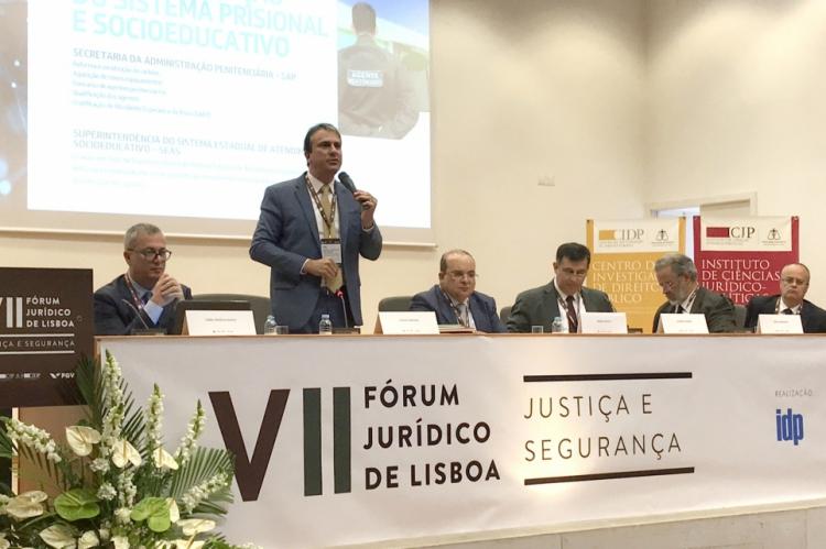 Governador Camilo Santana participou de fórum em faculdade de Portugal.