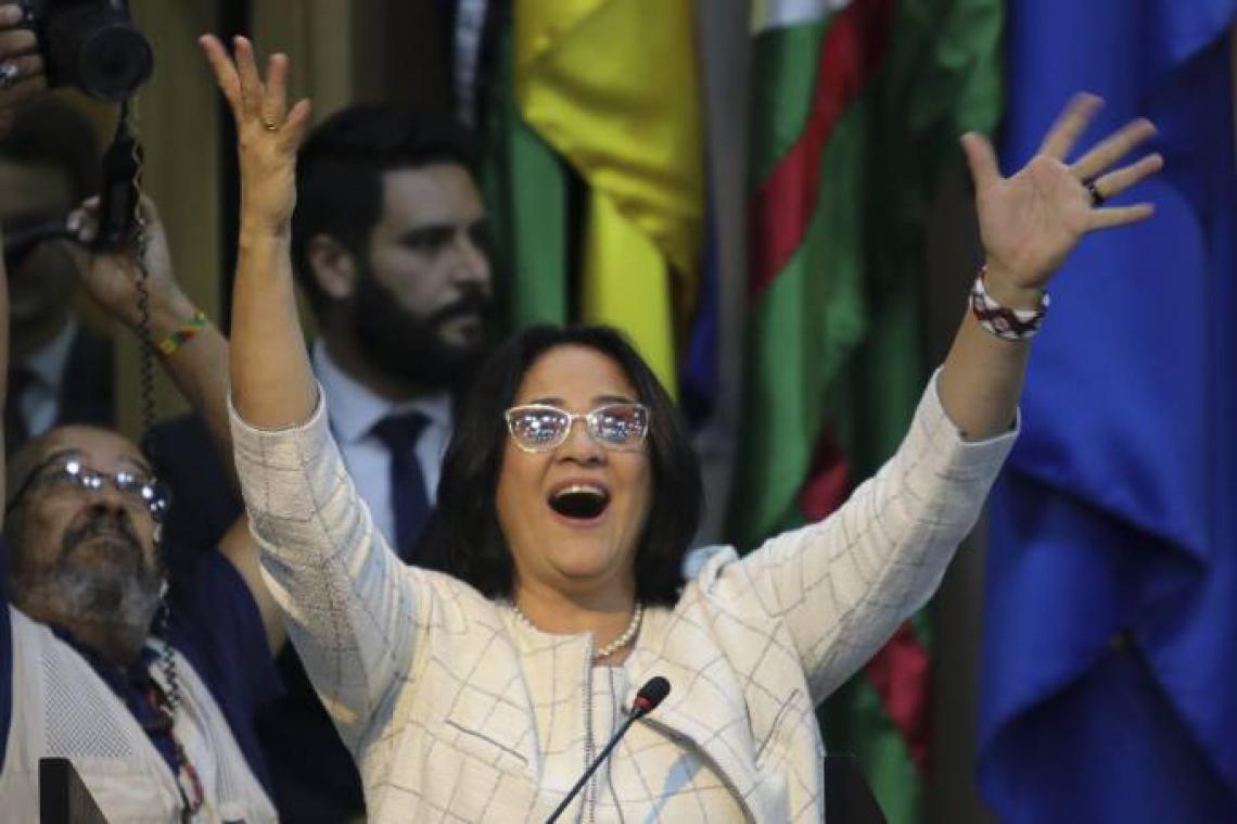 Site de relacionamento oferece assinatura vitalícia para ministra Damares Alves.