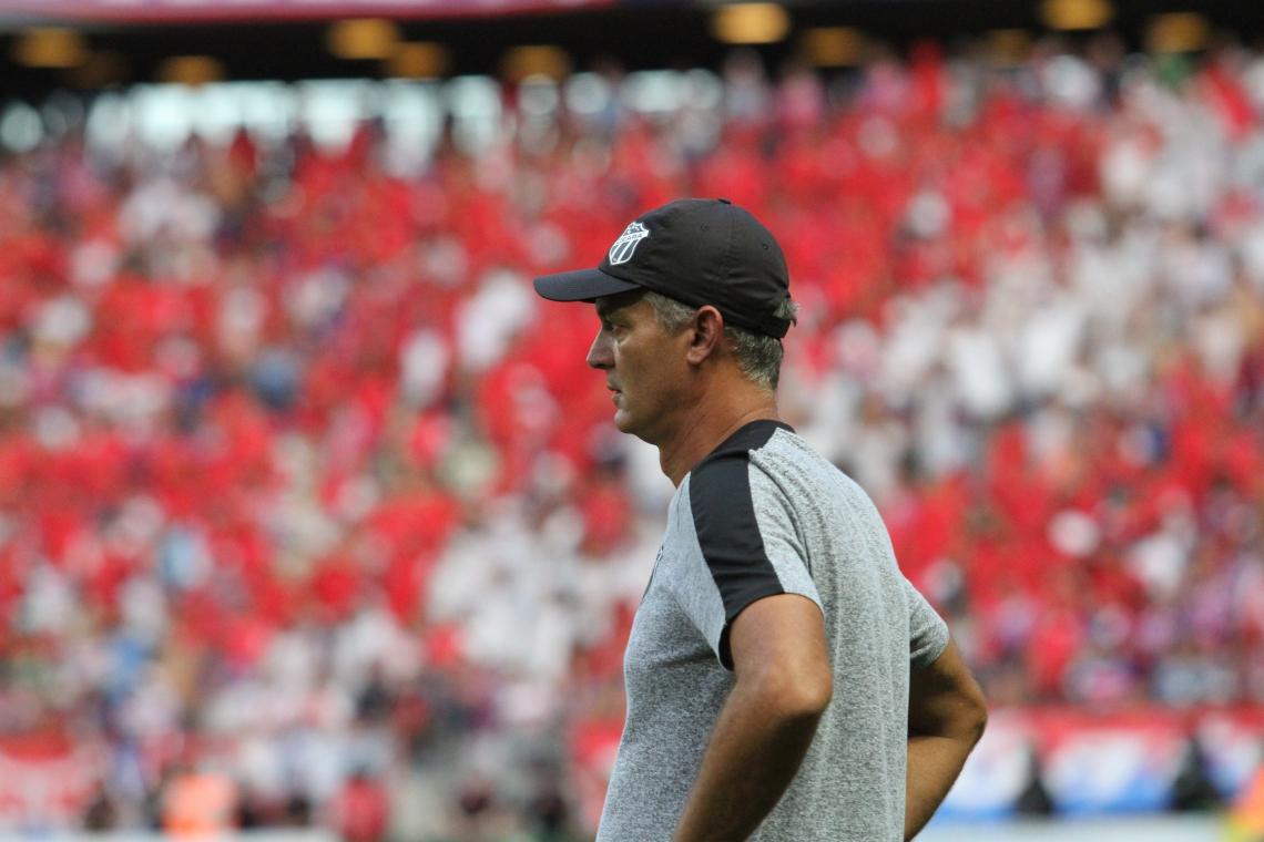 Após as eliminações na Copa do Nordeste e na Copa do Brasil, Lisca vê time perder dois jogos seguidos para o Fortaleza, ficando com o vice-cearense.