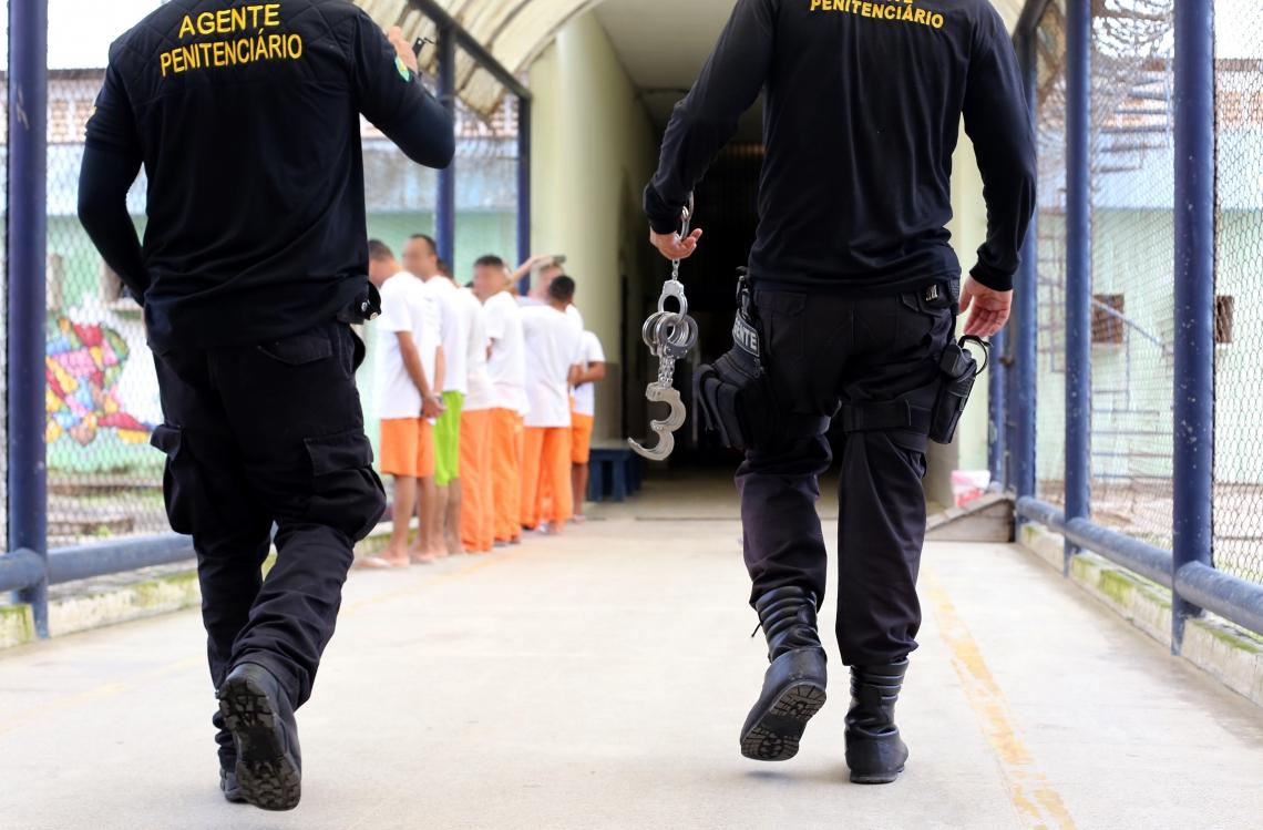 PARA AGENTES do sistema penitenciário, a retomada do controle foi positiva