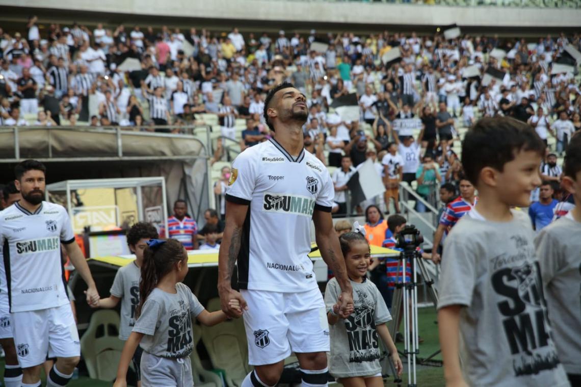 Valdo divide a titularidade na defesa do Ceará com Tiago Alves